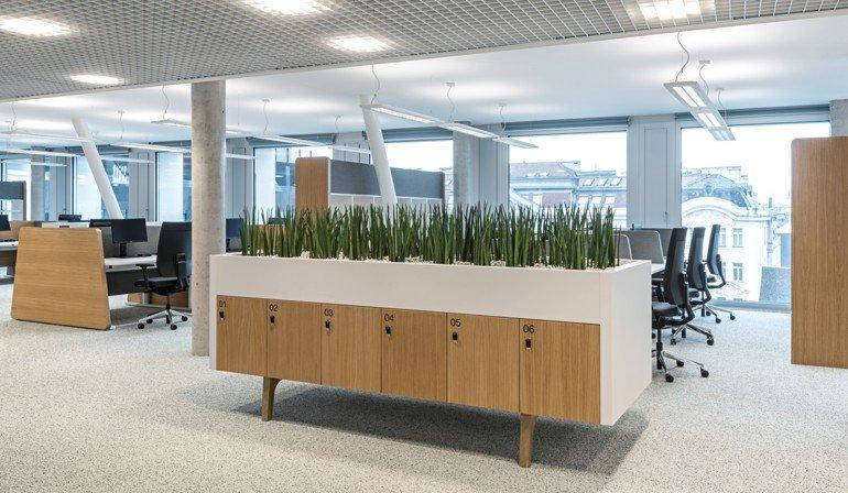 Alt- und Neubau – homogenes Bild bei Unternehmenszentrale der Post ...