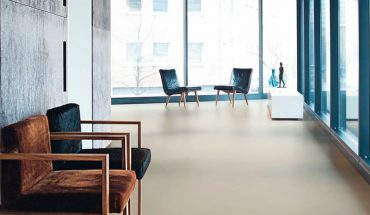 Hall_in_modern_apartment_with_wooden_floor_and_empty_chairs